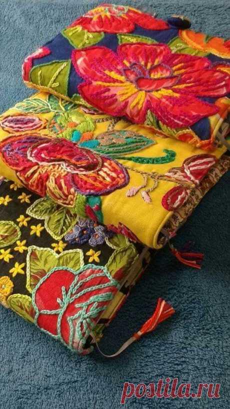 Рустик как он есть Берешь любую яркую ткань (платье, юбку, платок, постельное белье) с цветами и вышиваешь прямо поверх них шерстяными нитками: