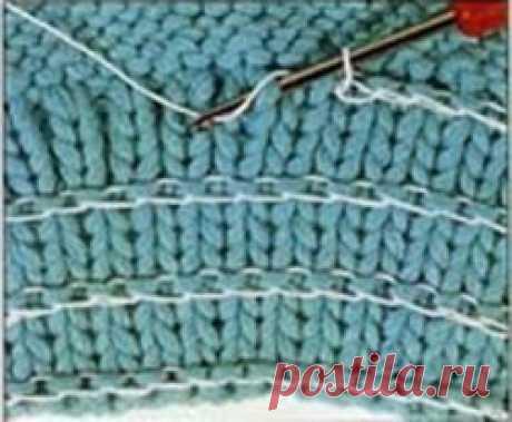 КАК ВВЯЗАТЬ РЕЗИНКУ В РЕЗИНКУ.  Манжеты рукавов, низ спинки и полочек, горловину на свитерах, жакетах, кофтах, пальто часто вяжут резинкой. Она не только придаёт изделию законченный вид, но и поддерживает его форму. Однако, после стирки резинка может растянуться. Как правило, у изделий связанных из шерстяных ниток, резинка растягивается только слегка – волокна шерстяных ниток относительно эластичны. Показать полностью…