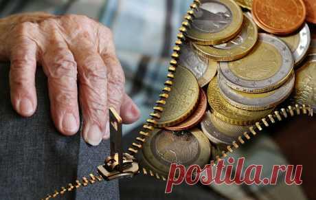 У пенсионеров могут забирать до половины пенсии: в каких случаях ПФР удерживает проценты Некоторые люди, получив меньше денег, чем они ожидали,даже не знают, почему так произошло. Разбираемся, в каких случаях ПФР удерживает проценты из пенсии.
