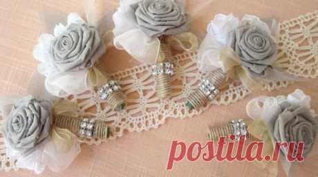 Цветы из мешковины своими руками Создавать цветы из мешковины может каждый. Это приятное и полезное хобби, ведь вариаций самих цветков много. Из них делают букеты, праздничные венки, украшения.Добавляет привлекательности и тот факт, ...