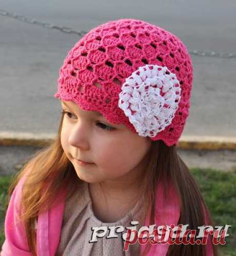 Розовая летняя шапочка крючком для девочки