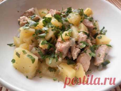 Свиные ребрышки с картофелем, тушенные в мультиварке - Кулинарные рецепты от Веселого Жирафа