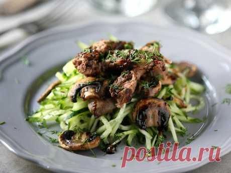 Тёплый салат с шампиньонами и говядиной