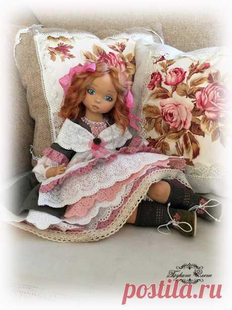Малышка ждет мамочку. #текстильныекуклы#коллекционныекуклы#авторскиекуклы#artdoll#dollartist#doll#dollmaker#fabricdoll#textiledoll#embroidery#embroidereddoll#interiordoll#clothedoll#handmade#handmadedoll#интерьернаякукла#хендмейд#рукоделие#handmadedoll#кукларучнойработы#коллекционнаякукла#интерьернаякукла#ярмаркамастеров#будуарнаякукла#куклаболтушка#кукольнаяодежда#ручнаяработа#купитькуклу#кукольнаяобувь