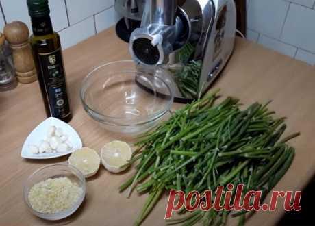 Укроп, чеснок, масло, хитрости, на выходе рецепт зимнего укропного соуса. Сколько не делай его, всё равно на зиму не хватит | Мужские вкусняшки | Яндекс Дзен
