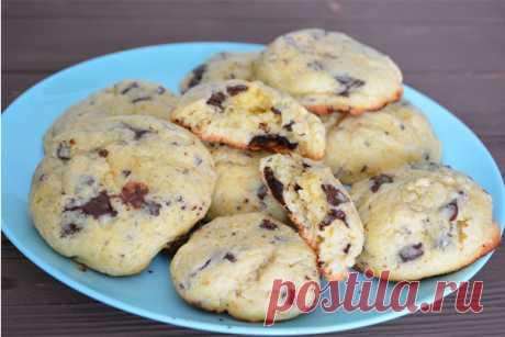 Печенье с шоколадом - КУХНЯ МИРА    Мое печенье с шоколадом – не классический рецепт американского шоколадного печенья, хотя и немного похоже на него. У меня получается тесто песочным и рассыпчатым. Ингредиенты Мука — 200 г Сахар — 200 г Сливочное масло — 100 г Черный шоколад — 80 г Яйцо куриное — 2 шт Разрыхлитель — 1 ч.л […]