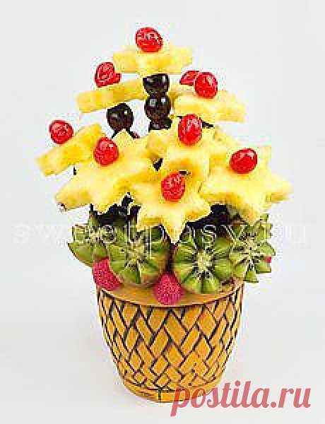 Идеи для творчества и подарков своими руками  ананасы, киви,черешни и вишни,флористическая губка, фольга, шпажки и красивый горшочек и ...букет из конфет готов