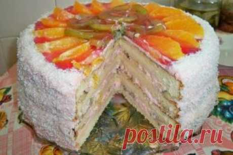 Бисквитно-фруктовый торт Друзья, бисквитно-фруктовый торт, рецепт которого я хочу вам предложить, отличается от простого бисквитного торта своим необычайно насыщенным вкусом свежих фруктов. Лёгкий сметанный крем только улучшит вкусовые качества фруктового...