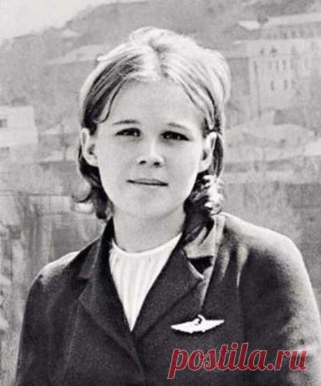«ЗВЕЗДОЧКА МОЯ ЯСНАЯ»...   Наверное, все помнят песню «Звездочка моя ясная», но мало кто знает, что эта популярная песня посвящена юной 19-летней девушке, убитой террористами всего за 3 месяца до ее свадьбы…  15 октября 1970 года, взлетев из батумского аэропорта, самолет АН-24 (рейс 244) с 46 пассажирами на борту должен был приземлиться в Краснодаре.  Через несколько минут после взлета, на высоте 800 метров, двое пассажиров — отец и сын Бразинскасы вызвали бортпроводницу Н...
