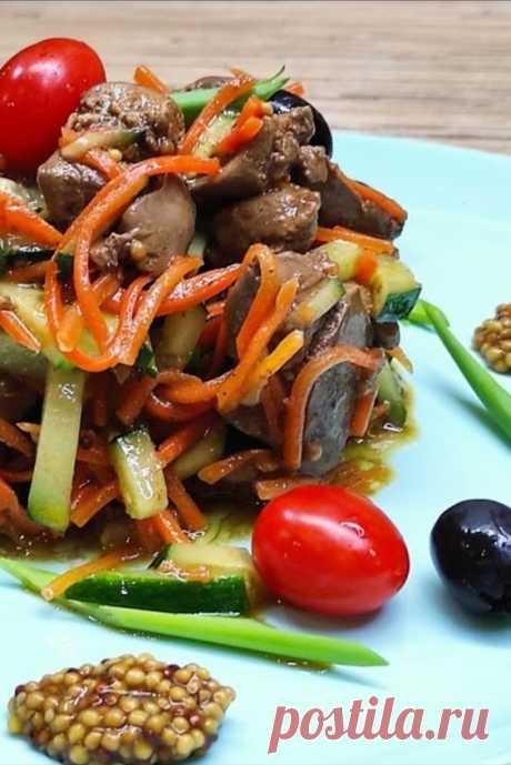 НЕВЕРОЯТНО вкусный салат из ПЕЧЕНИ У меня есть для Вас совершенно потрясающий салат из трёх ингредиентов. Салат получается лёгкий и сочный, а особенный соус добавляет изысканный вкус и доводит салат до совершенства!