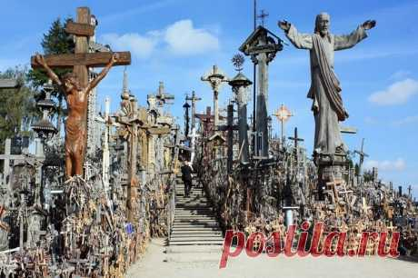 Mountain of Crosses and 9 more most terrible tourist directions \/ Tourist satellite