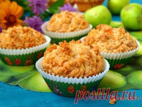 Яблочные кексы со штрейзелем.