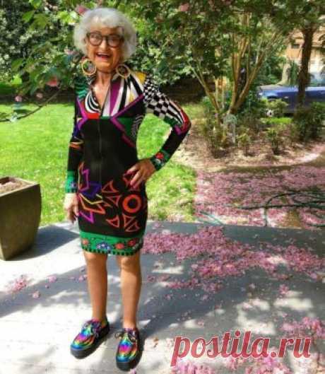 Какие украшения нельзя носить после 50 Итак, какие украшения категорически нельзя носить, когда вам «за 50». Серьги (дешёвая бижутерия). Правильно подобранные серьги сделают ваш образ утончённым и элегантным. Но такой аксессуар может не только визуально уменьшить возраст женщины, но и произвести обратное впечатление, сделав её значительно старше.