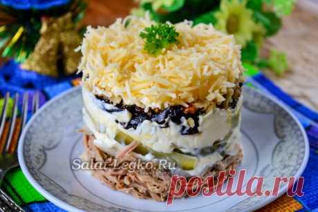 """Салат """"Принцесса"""" с говядиной и черносливом, рецепт с фото Салат """"Принцесса"""" готовится с добавлением говядины и чернослива. Если вы любитель таких продуктов, то такой салат вам придется по вкусу. Из чернослива получаются очень оригинальные и запоминающиеся салаты. Говядина делает салат сытным и питательным. В целом получается пикантный салат, главное купить свежий и вкусны чернослив, который сделает салат очень ароматным. Можно купить вяленый или копченый чернослив, он при..."""