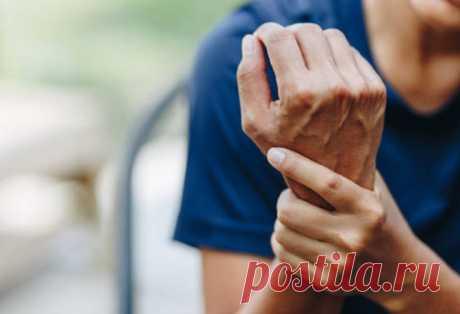 Найдено натуральное средство от болей при артрите Новое исследование указывает на эффективное средство, помогающее минимизировать болезненные ощущения, возникающие при ревматоидном артрите, – плоды шиповника.Ревматоидный артрит может быть очень изнурительным аутоиммунным заболеванием, возникающим, когда организм по ошибке атакует суставы.