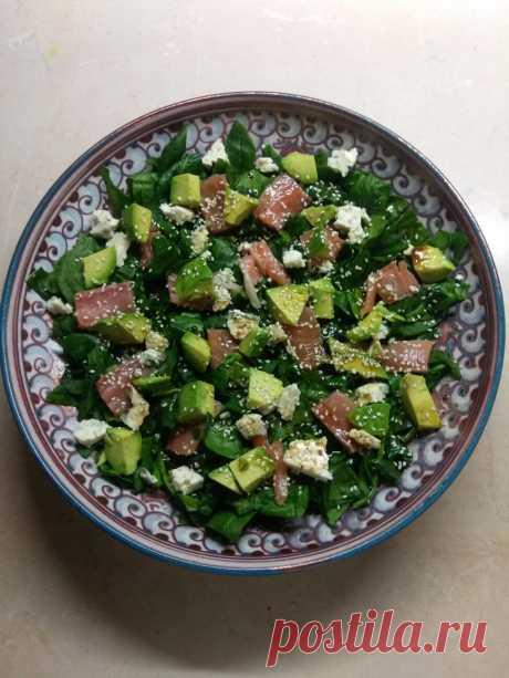 Рыбный салат со шпинатом, сыром и авокадо рецепт с фото пошагово