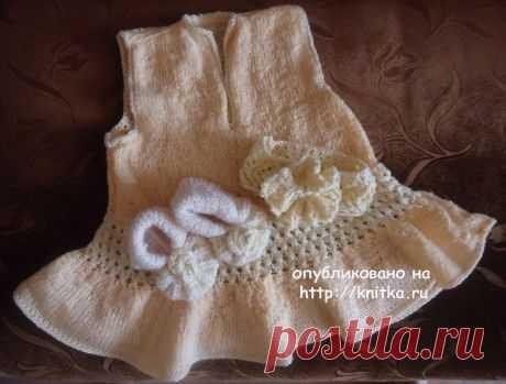 Платье, пинетки и повязка спицами