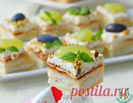 """Закусочный творожный мини-наполеон """"Три сыра"""" – кулинарный рецепт"""