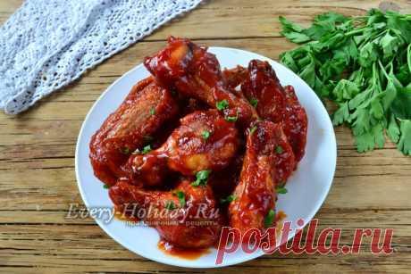 Куриные крылышки в томатном соусе на сковороде
