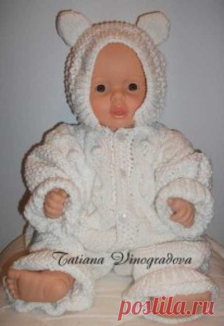 """Вязаный комбинезон для малыша  Комбинезон для малыша – это, пожалуй, первая и самая удобная одежда. В этой статье мы расскажем Вам, как можно связать комбинезон для мальчика или девочки самостоятельно.  Итак, для комбинезона """"СНЕЖИНКА"""" Вам понадобится:  Пряжа Пехорка """"Детский каприз"""": 60%"""