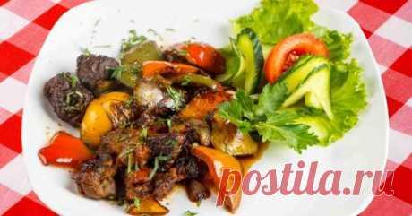 Вторые блюда из говядины - лучшие рецепты для праздника и на каждый день! - БУДЕТ ВКУСНО! - медиаплатформа МирТесен Вторые блюда из говядины готовятся, как без дополнительных ингредиентов, так и с ними, мясо отлично сочетается с овощами, ягодами и грибами, а рецепты европейской кухни больше предлагают замачивать мясо в красном вине или мандаринах. При покупке основного продукта важно обращать внимание на его