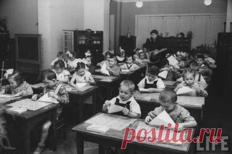 Фотограф Карл Миданс, работающий на американский журнал LIFE, побывал в советском детском саду в 1960 году.  Жизнь советского детского сада в 1960 году глазами фотографа LIFE