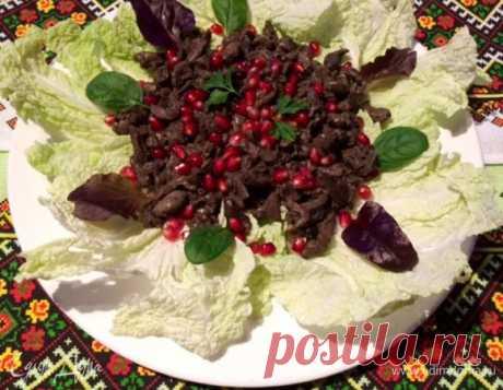 Кучмачи по-грузински из куриных потрохов          Кучмачи по-грузински — очень вкусное и питательное закусочное блюдо, которое просто и быстро готовится в домашних условиях. Его основу составляют потроха, в моем случае — куриные сердечки, же…