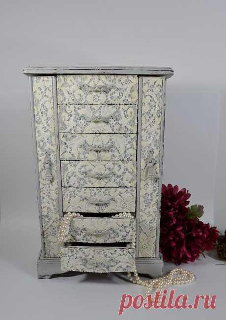Винтажный шкафчик для украшений - $125.00 USD