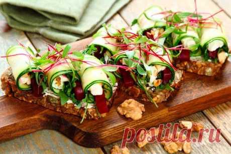 Как приготовить – Простые и оригинальные бутерброды на праздничный стол – пошаговый рецепт с фото.