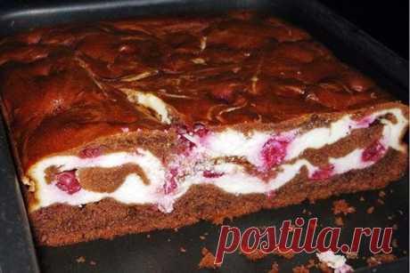 Брауни с творогом и вишней Рецепт потрясающего и наверное самого популярного американского пирога. От этого десерта, вы получите только восторг и восхищение. Пирог по этому рецепту получается очень вкусным, нежным, приятным, двумя словами...