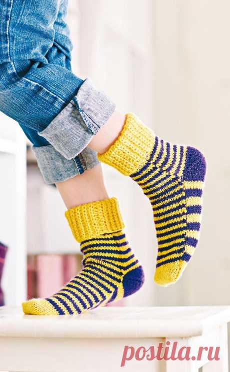 """Вяжем носки на 2-х спицах. Цветные полоски. Носочки """"Тигрёнок""""."""