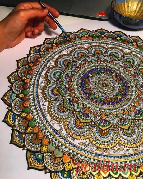 La pintura-punteada de Asmahan Mosleh