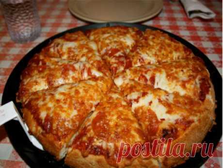 Пицца на сковороде за 10 минут Ингредиенты: - 4 ст.л. сметаны - 4 ст.л. майонеза - 2 яйца - 9 ст.л. муки (без горки) - сыр