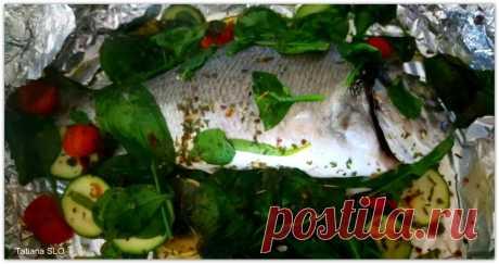 """Dorada zapechenaya con tsukkini y la espinaca \u000d\u000a¡De un buen tiempo!\u000d\u000aTodo simplemente hasta """"безарбузия"""" que es necesario todavía para la comida excelente de pez...\u000d\u000a- dorada, lavando pesaba 520 gr\u000d\u000a- 250 gr. svezheno de la espinaca\u000d\u000a- 1\/2 limones\u000d\u000a- 1 tsukkini\u000d\u000a- 150 gr. cherri\u000d\u000a- Las especias para r …"""