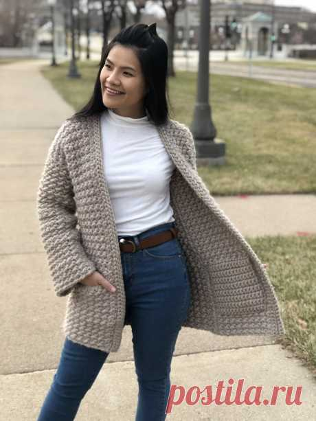 Even Moss Stitch Sweater (Free Pattern & Video) - KnitcroAddict Learn to cochet this Even Moss Stitch Sweater with a free pattern in US women's XS-XXL and a follow along video tutorial. This sweater makes winter time so warm!