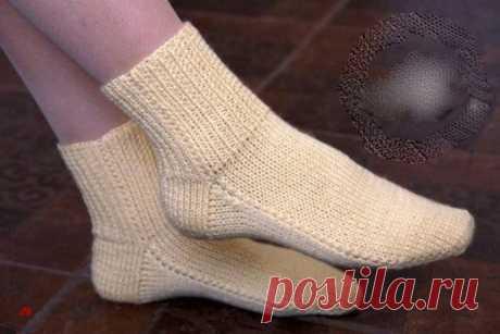 Вяжем бесшовные носочки спицами