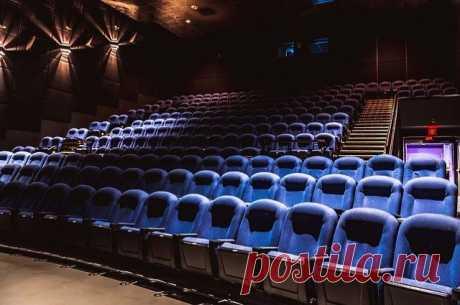 В России кинотеатры начнут открываться с 15 июля При этом, по словам министра культуры, все будет зависеть от эпидемиологической обстановки в регионах.