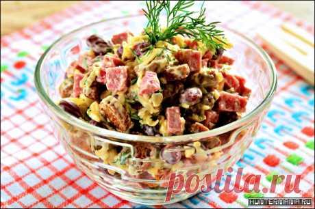 Салат с фасолью и ветчиной (рецепт) | HUNTERMANIA Вкусный и сытный салат с фасолью и ветчиной. Красная фасоль является ценной диетической пищей. Она содержит около 8 гр белков, 15 гр углеводов и всего 0,5 гр жира, 7 гр приходится на пищевые волокна, остальное – вода. Поэтому фасоль употребляют для поддержания и насыщения организма и при похудении, и при активных занятиях спортом. Ингредиенты: Фасоль […]