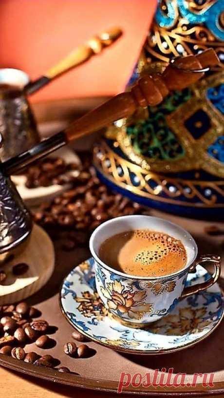 """""""Порою жизнь — это исключительно вопрос наличия чашечки кофе, а также того уединения, которое она даёт.""""  Ричард Бротиган"""