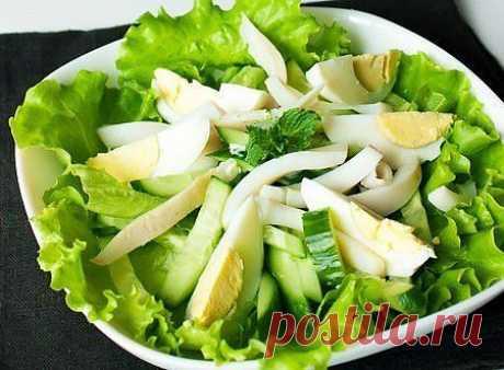 Салат с кальмаром, яйцом и огурцом