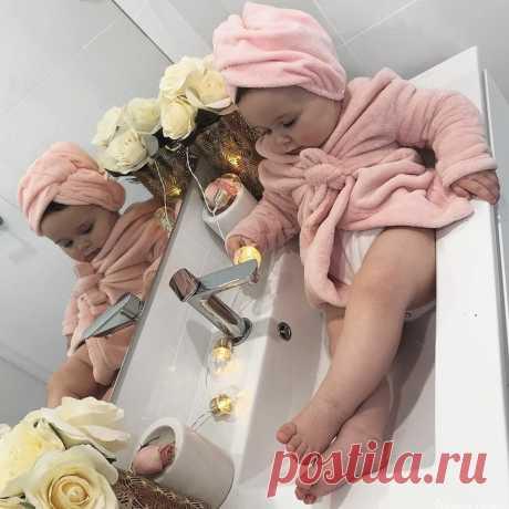 """Когда я родилась... папа сказал... что я буду красивая... мама сказала... что я буду умная... А дед молча махнул рукой, а потом сказал: """"Кранты мужикам"""")))"""