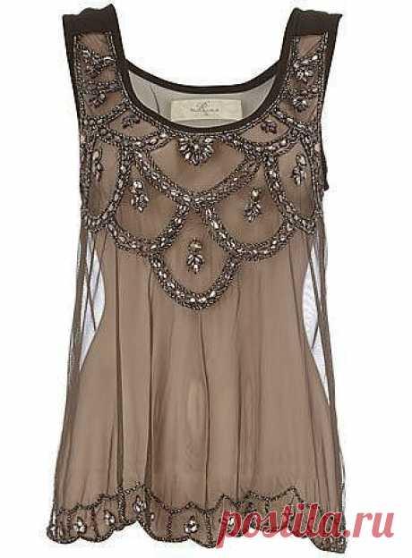 Los vestidos veraniegos. Los detalles: la primera plano | las HORQUILLAS