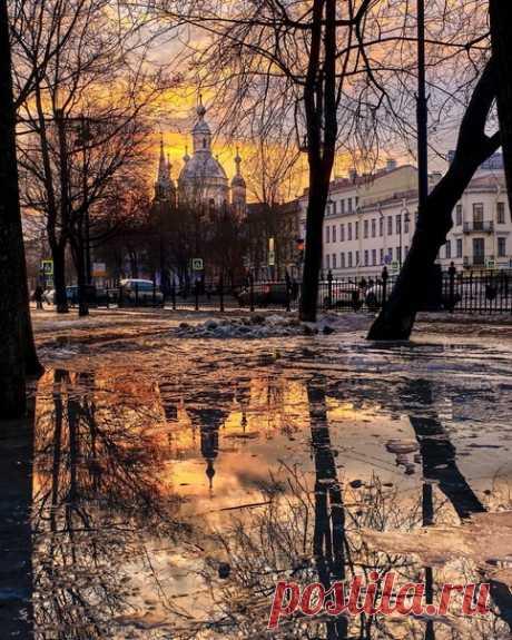 Прогноз погоды в Петербурге.  Сегодня в городе ожидается переменная облачность, днём до -1°C, ночью до -8°C. Завтра и в среду температура будет до -3°C — пасмурно, ночью до -6°C.  В четверг и пятницу обещают переменную облачность, днём до -4°C, ночью же до -12°С.