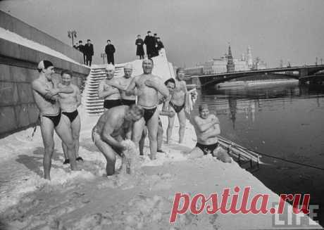 Представляем вам подборку красивых фотографий, хранящих воспоминания о моментах жизни Москвы 1959 года