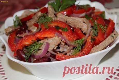Салат со свининой, фасолью и сладким перцем — готовлю часто, по поводу и без!
