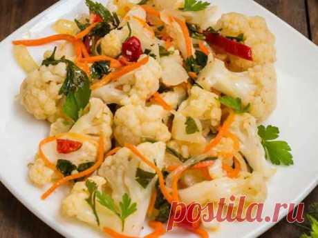 Как приготовить цветную капусту по-корейски Цветная капуста «по-корейски» - это безумно вкусно! Готовится просто, но все гости и домочадцы будут в восторге от такой закуски. Наслаждайтесь!