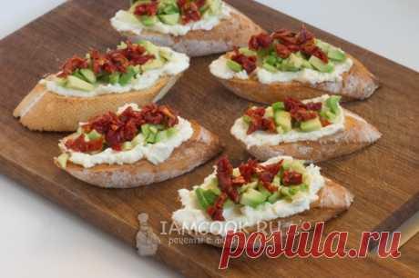 Брускетта с авокадо и вялеными томатами — рецепт с фото пошагово