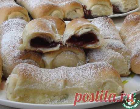 Сдобные пирожки с вишней – кулинарный рецепт