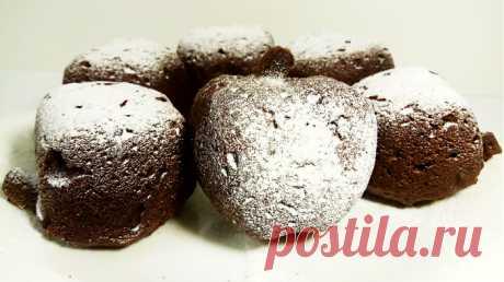 Роскошное объедение к чаю без возни за 40 минут         Сегодня я приготовлю шоколадные кексики в виде яблочек с сахарной пудрой. ИНГРЕДИЕНТЫ: -Мука-250 гр -Тёплая вода-200 мл -Сахар-150 -Растительное масло-50 мл -Какао-3 ст л -Сахарная пудра-2 ст …