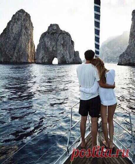 Человека делают счастливым три вещи: любовь, интересная работа и возможность путешествовать…